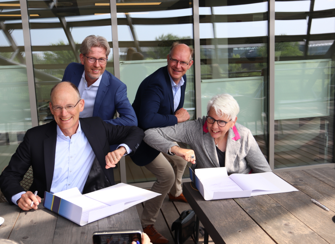 NHL Stenden and Wetsus signing partnership contract
